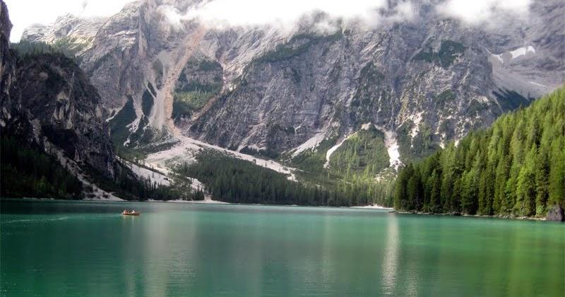 Idee weekend e vacanze il lago di braies splendidi for Idee di progettazione cottage lago