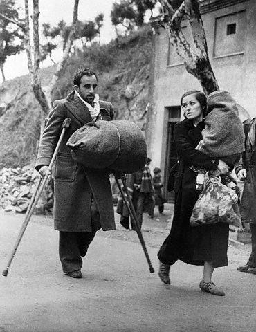 Héroes anónimos derrotados, hacen su entrada en Francia por Le Perthùs. Febrero 1939.