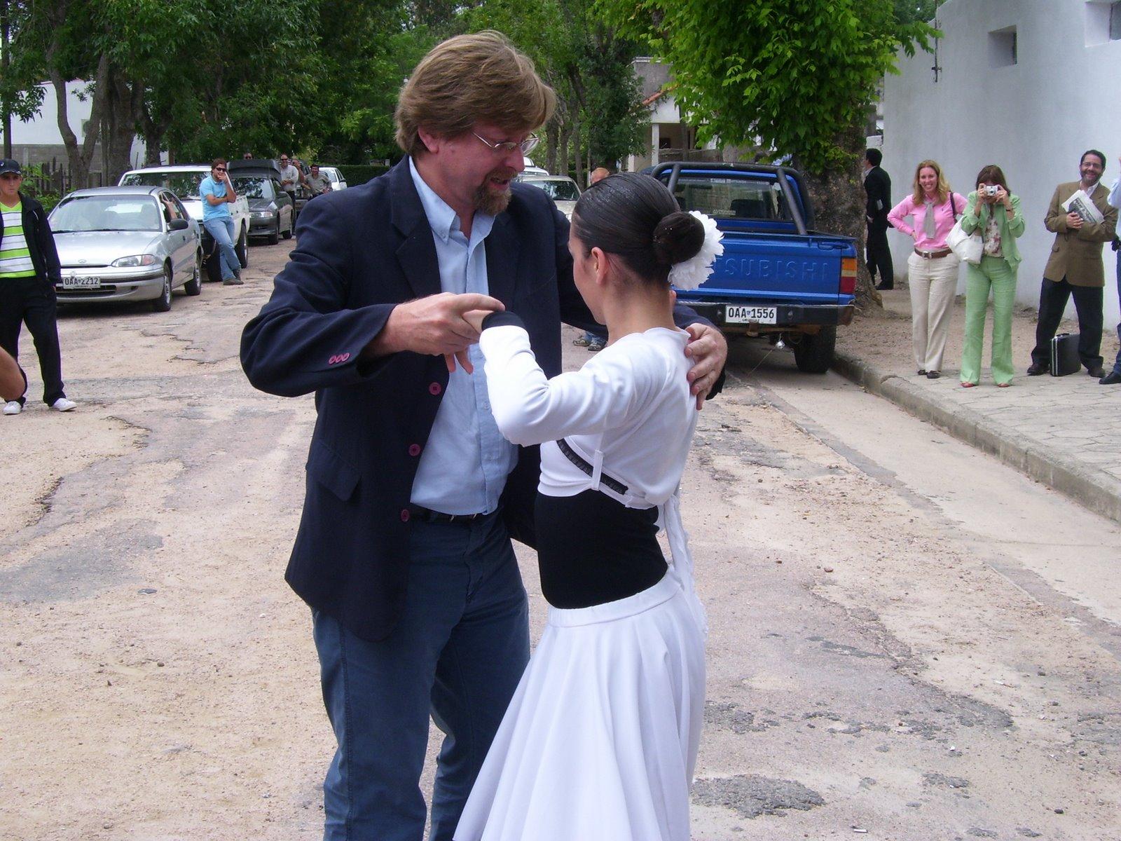 [Luis+Garibaldi+bailando.JPG]