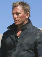 007 en apuros en el desierto...