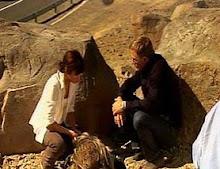007 y Camille reciben instrucciones antes de la escena...