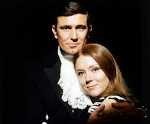 George Lazenby junto a Diana Rigg...