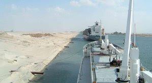 Navio no Canal de Suez