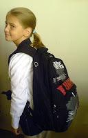 Эта девочка сможет сменить свой ранец на что-то более элегантное, когда решение дядь из ведомств вступит в силу