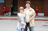 Домашняя работа. На свой страх и риск Галина Лукшина (справа) начала заниматься с 10-летней дочерью Алисой дома.