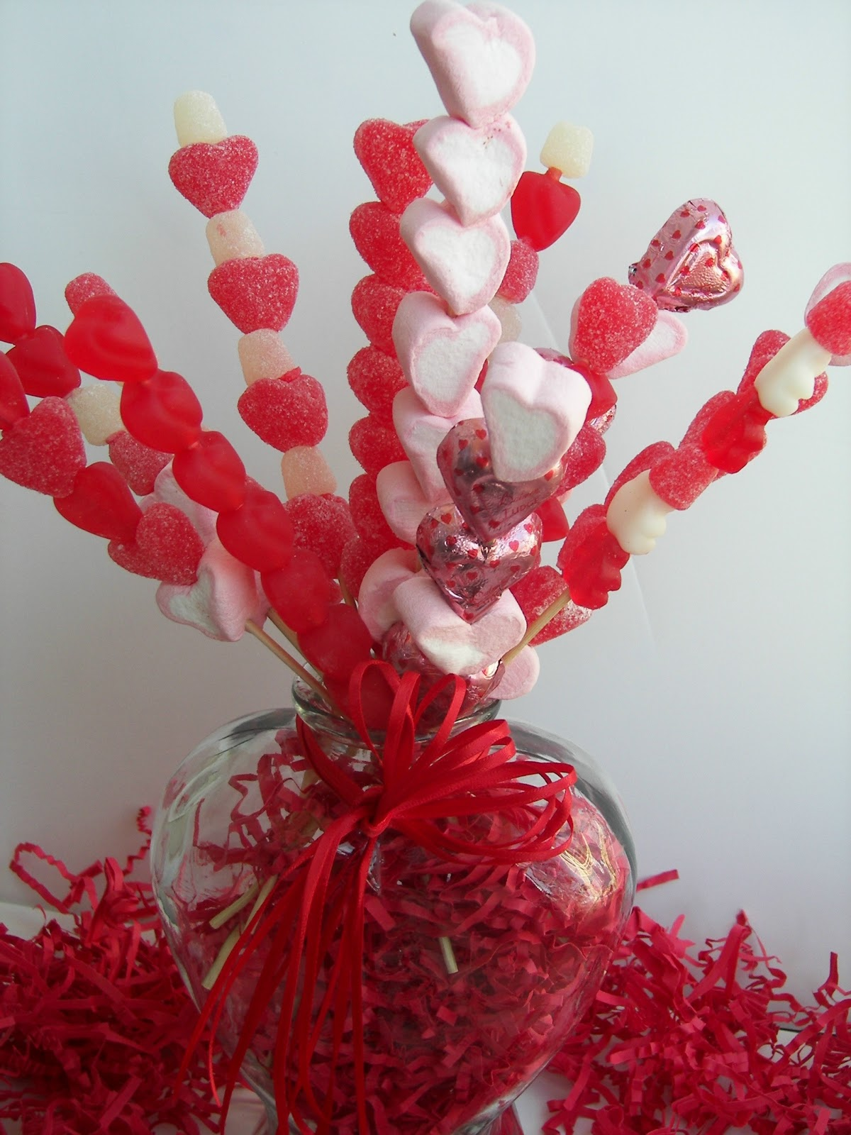 Red couch recipes valentine candy skewer bouquet for Valentine candy crafts ideas