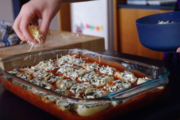 Peet Can Cook: Spinach & Ricotta Stuffed Pasta Shells