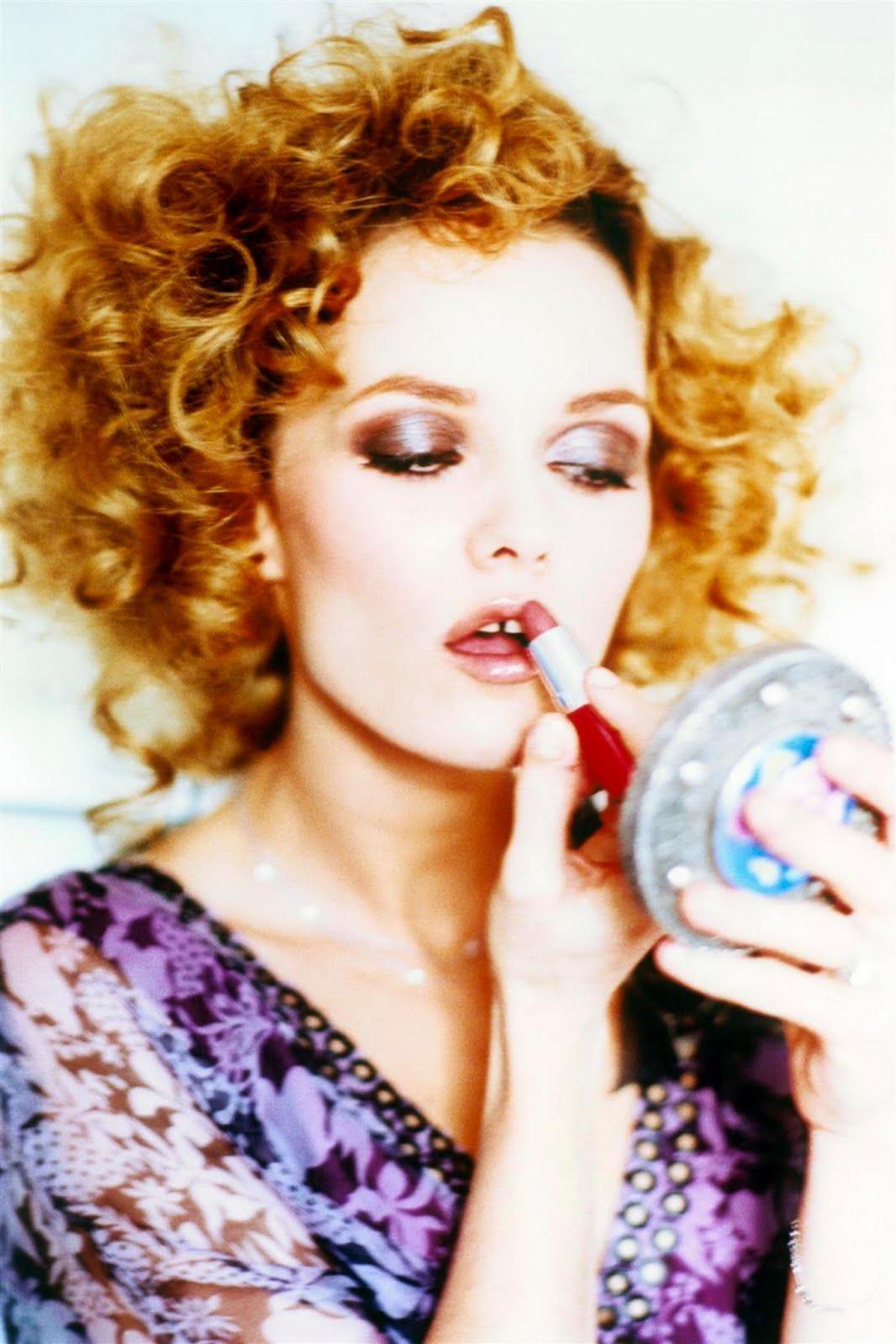 http://3.bp.blogspot.com/_KMqOPeCgoT0/TT4Ad6dHdYI/AAAAAAAAKzc/OWloA6lUm08/s1600/Vanessa+Paradis+by+Ellen+Von+Unwerth.jpg
