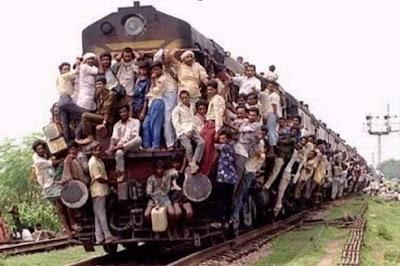 Trem super lotado leva torcedores do Corinthians.