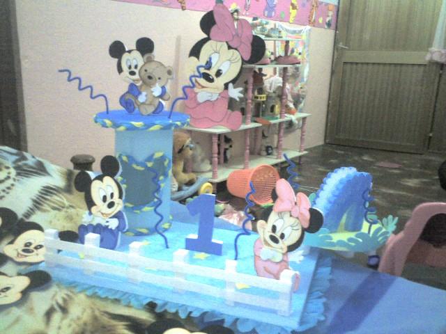 Todo en foami: Chupetera y cotillon de Mickey bebe