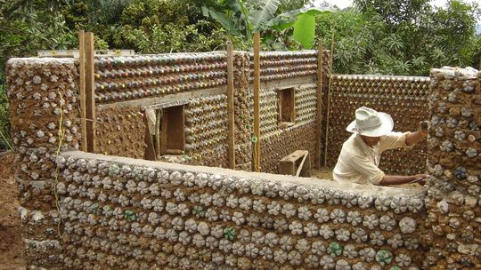Naijablog building a bottle house in abuja forwarded for Alte holzverbindungen