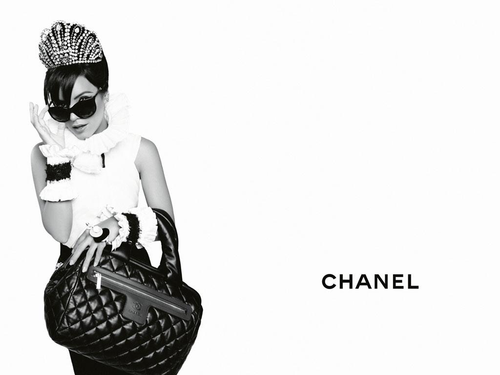 http://3.bp.blogspot.com/_KPRt4sj2NJs/S7NmWAo5rAI/AAAAAAAAAyU/MEAwhGkpAZw/s1600/CHANEL-Coco-Cocoon-Lily-Allen-advertising-campaign-by-Karl-Lagerfeld-01.jpg