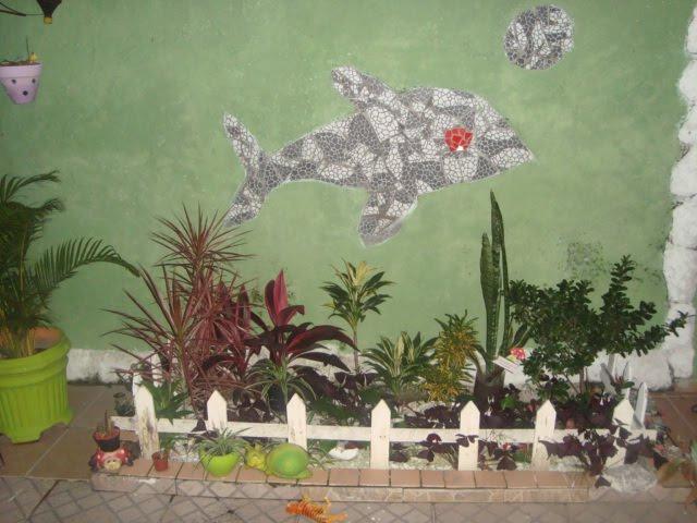 Em um pedaço de terra, você pode fazer um pequeno jardim A cerca