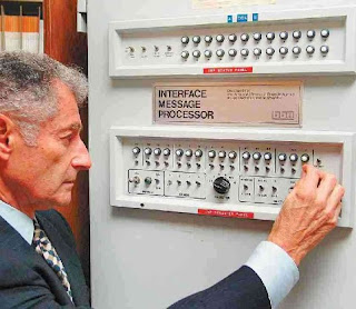 Leonard Kleinrock penemu internet dari University of Califaornia Los Angeles ( UCLA ) di angkatan 87 sma 1 Demak