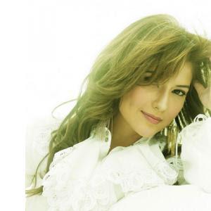 Tamara Bleszynski berbikini hot film air terjun pengantin
