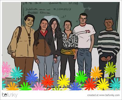 Fotografía de alumnos en la pizarra