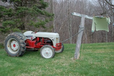 Adjusting the clothesline with the tractor