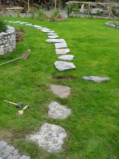 Stone Art Blog: Placing Stepping Stones On Your Lawn