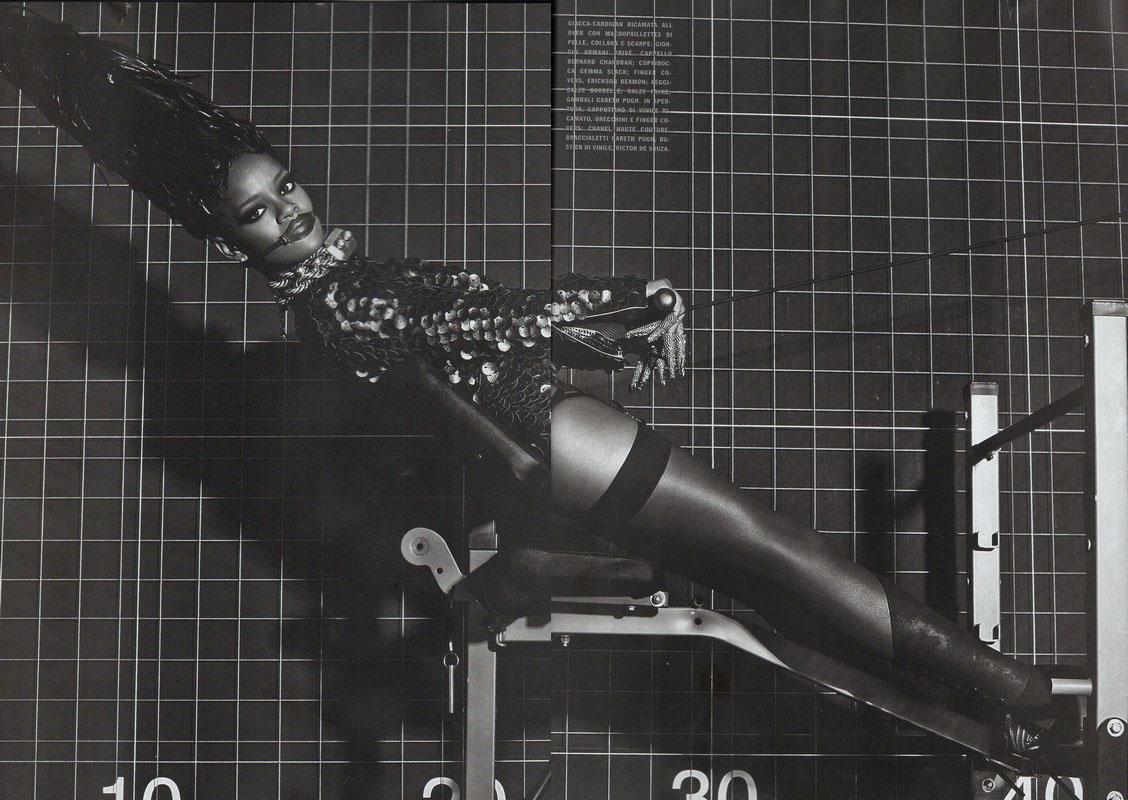 Album >> 'Unapologetic' [10] - Página 2 Rihanna-in-Vogue-Italy-September-2009-4