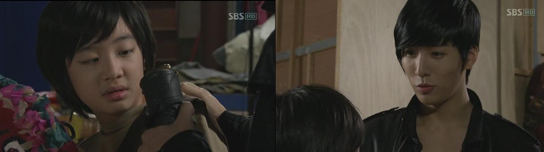 bersembunyi dan mendengarkan percakapan antara Mi Ho dan Dae Woong