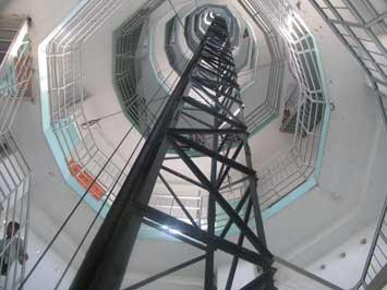 Tampak shaft (cerobong) dan tangga Menara Asmaulhusna Ponpes Wali
