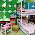 Colorido dormitorio para niñas con camarote predomina el color verde y rosa