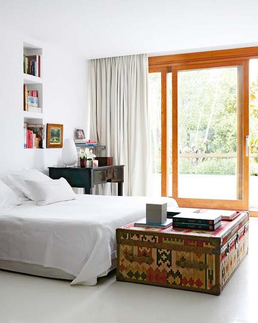 Aqui vemos un pie de cama en forma de baul de color verde - Baul para dormitorio ...