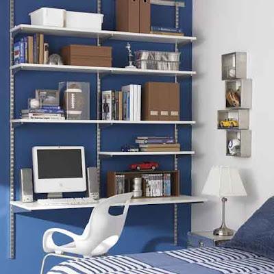 Un escritorio dentro del closet del dormitorio : fotos de oficinas ...