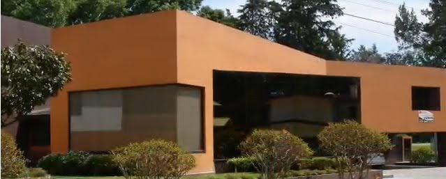 Fachada de casa moderna color naranja ladrillo video for Casas pintadas modernas