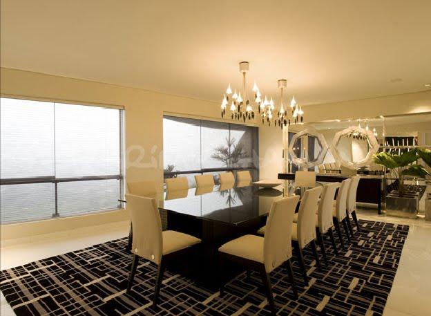 Sala moderna elegante y lujosa con amplio comedor video for Decoracion comedores modernos fotos
