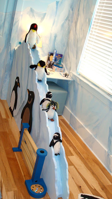 DECORACION CON PINGUINOS PARA DORMITORIO INFANTIL EXTREME MAKEOVER HOME EDITION PENGUIN BEDROOM DECOR via www.dormitorios.blogspot.com