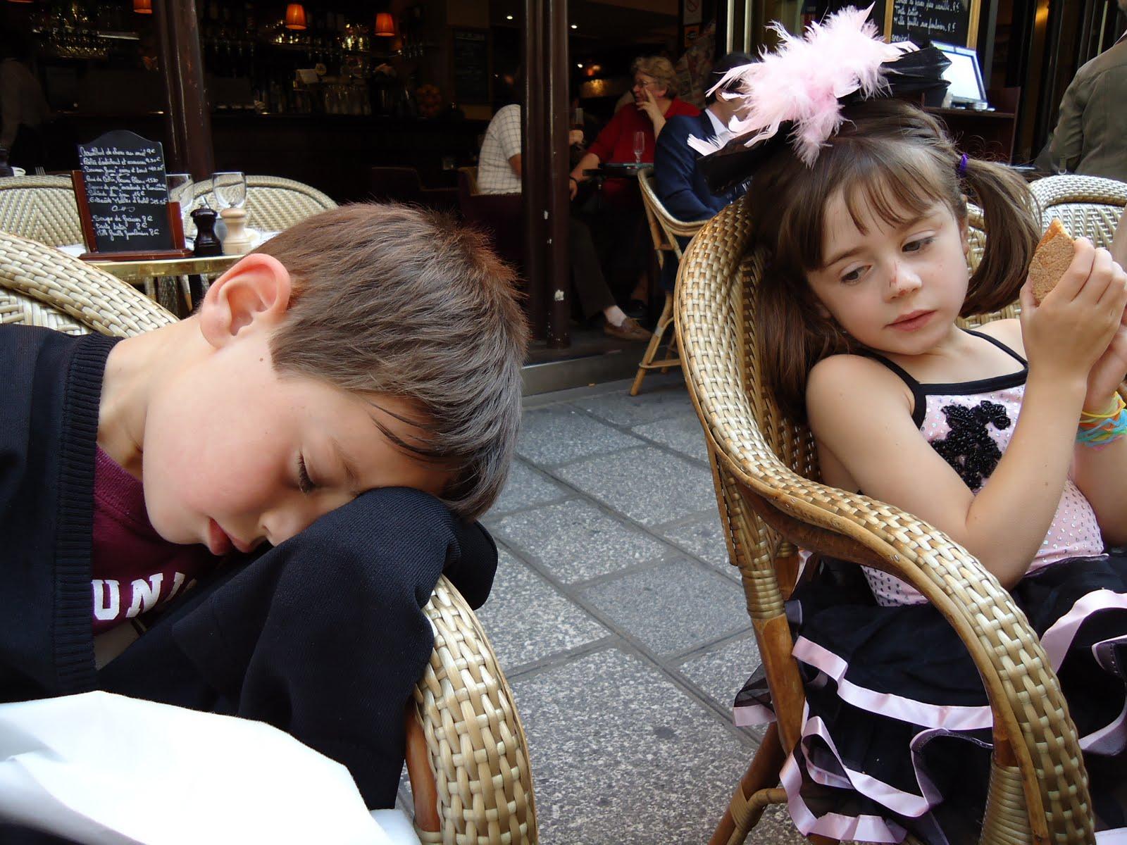 http://3.bp.blogspot.com/_KbCq249iKCg/TIiBRi6CigI/AAAAAAAAAMU/5Xepztgyuhs/s1600/13+Finn+snoozes,+Fi+at+lunch.JPG