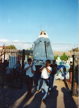 Nuestra Madre entrando a su casa