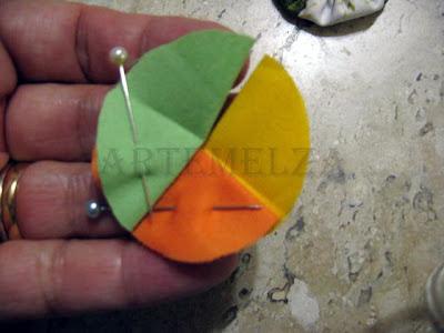 flor de fuxico trançado com 3 cores