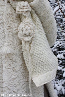 Scarf knitted and trimmed with an old lace ribbon