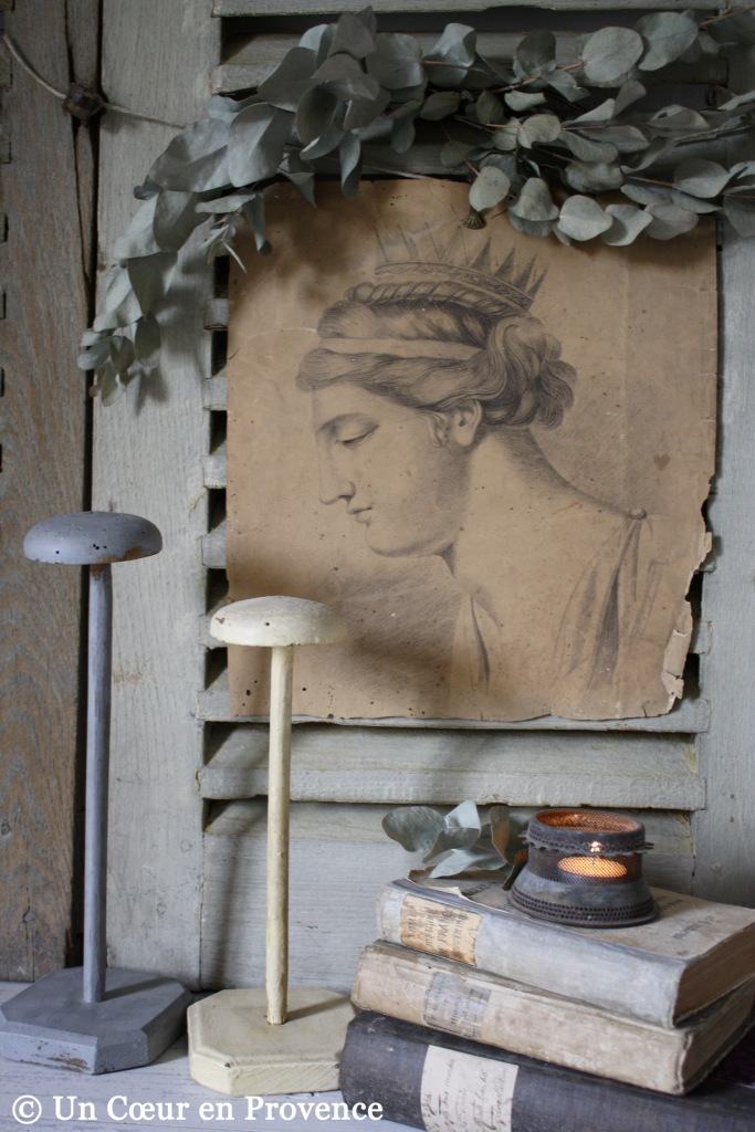 Decoration with a crowned portrait staged on old shutters