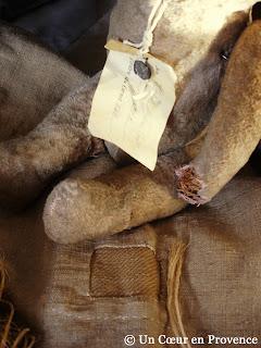 Etiquette de naissance ancienne avec un scellé en plomb