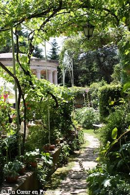 Jardin de l'Hôtel Le Clair de la Plume