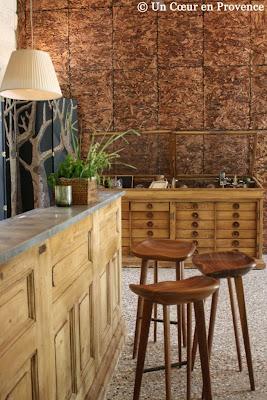 Comptoir du lounge de La Chassagnette conçu par Anne Igou