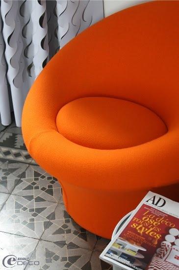 Siège orange de la chambre Mira
