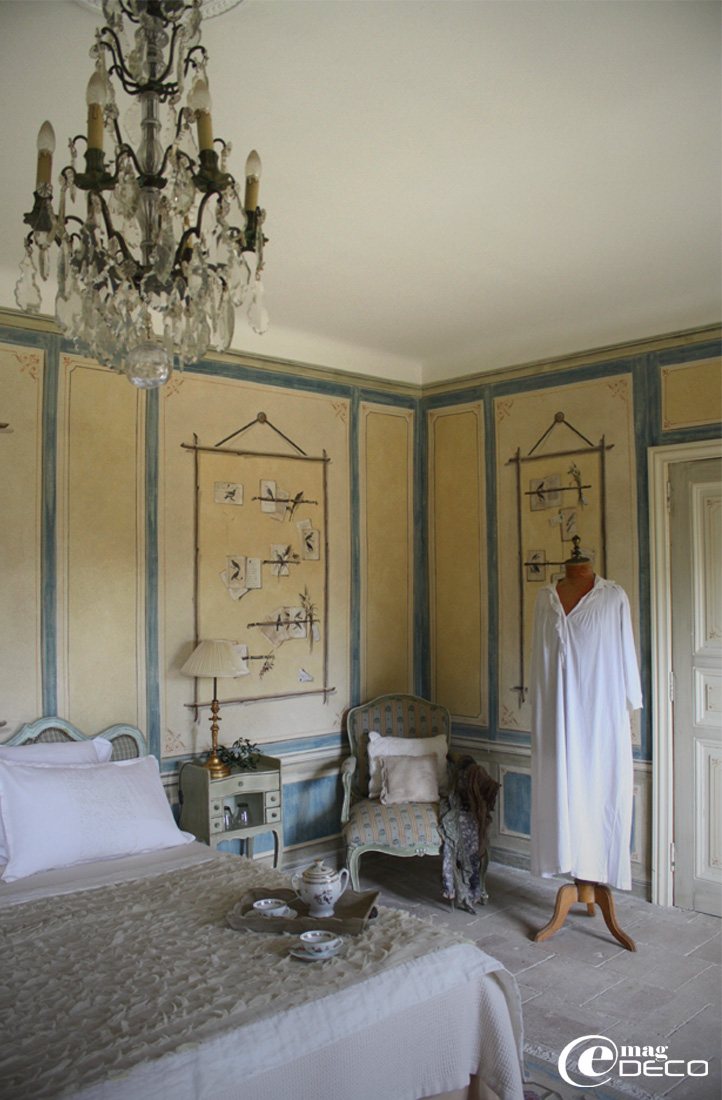 The bedroom with birds of the Château de Christin, report of magazine e-magDECO