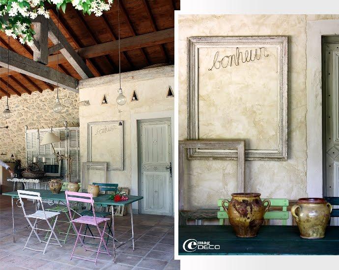 Authentique table pliante de guinguette et chaises de jardin multicolores