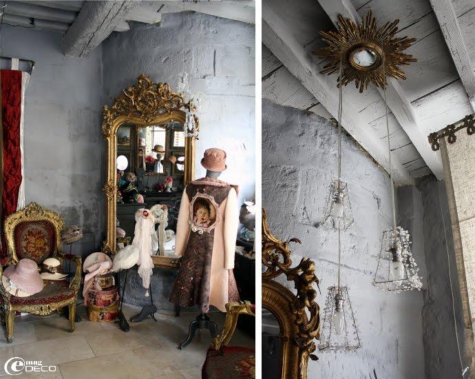 Mobilier ancien rouge et or de la boutique Petit Béguin, plafonnier avec abat-jours en perle et miroir sorcière détourné