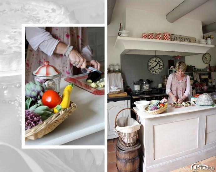 La cuisine du mas avec son fourneau sous sa hotte maçonnée