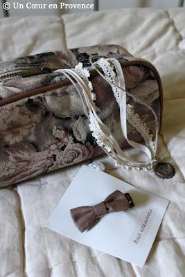 Trousse en tissu fleuri Oysho