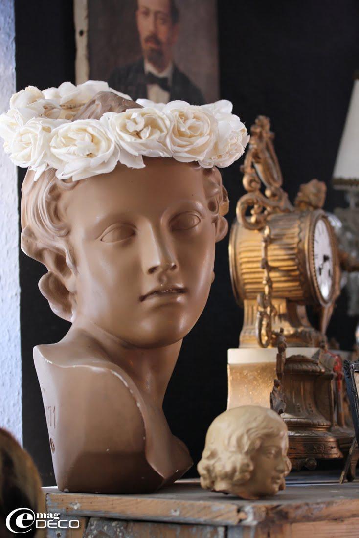 Buste d'Adonis coiffé d'une couronne de communiante