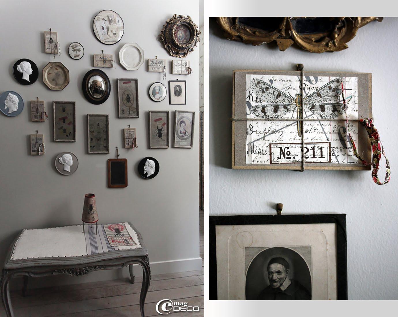 Composition de gravures, de biscuits et de charms accrochés à un mur
