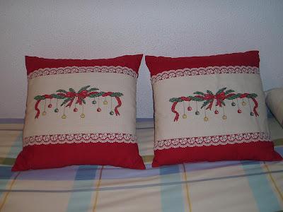 Estos cojines los pongo cada año para Navidad en mi sofá