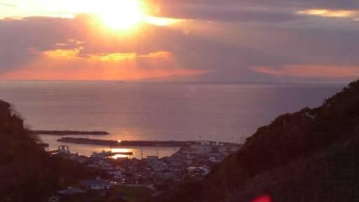 大島へ沈む夕日