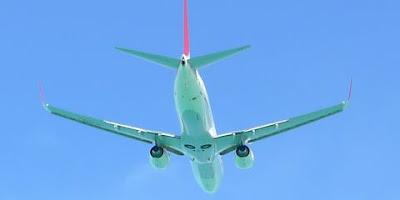 機体は海の色